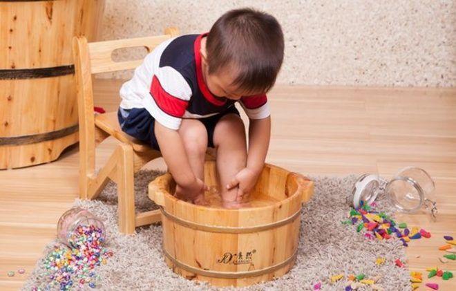 Як парити ноги при нежиті собі і дитині