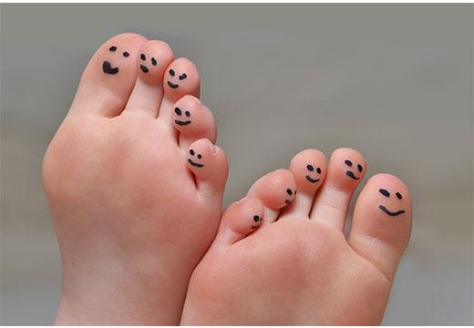 Як позбутися натоптишів на пальцях ніг