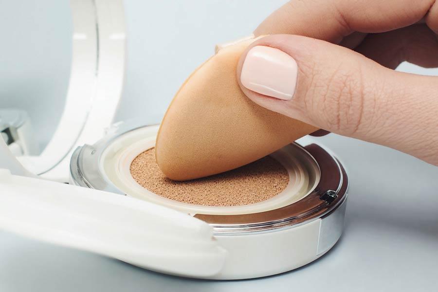 Переваги і недоліки спонжей для макіяжу на обличчя