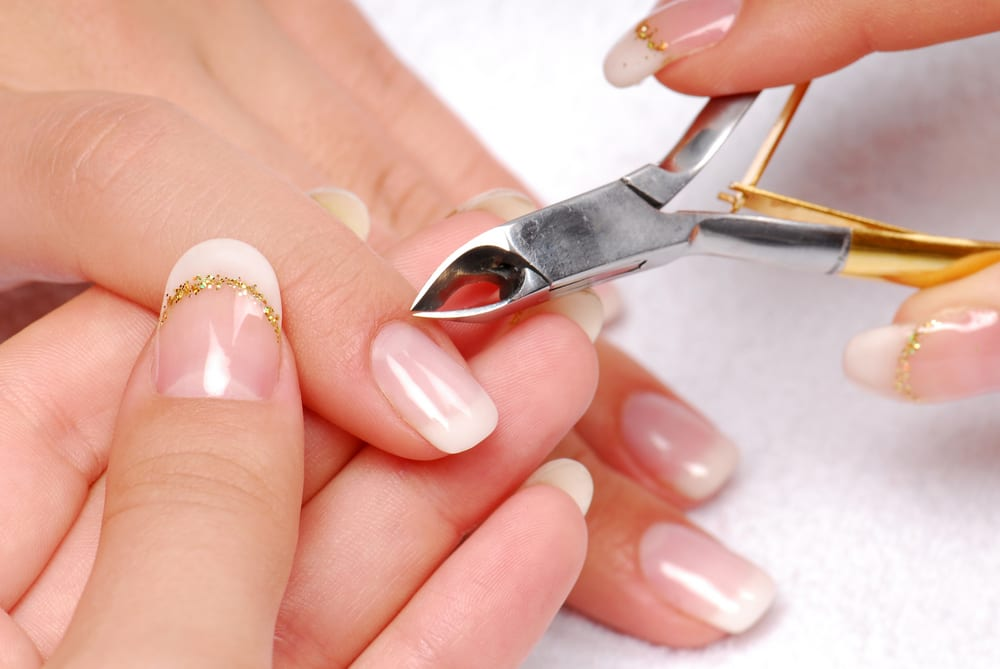 Поради щодо збереження краси шкіри рук та манікюру в побутових умовах