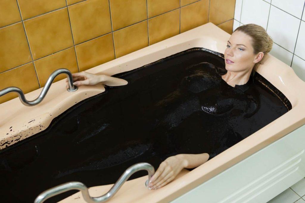 Прийняття грязьових ванн розслабить і поверне молодість шкірі