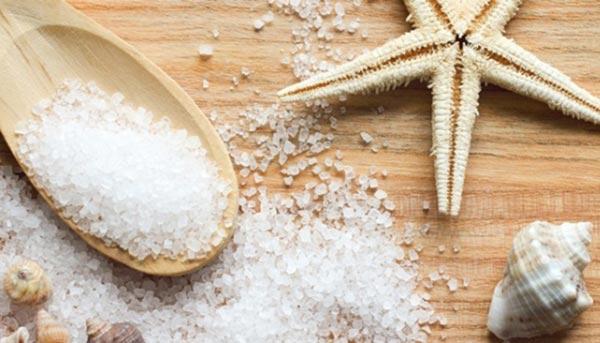 Прості та ефективні рецепти для особи з морською сіллю