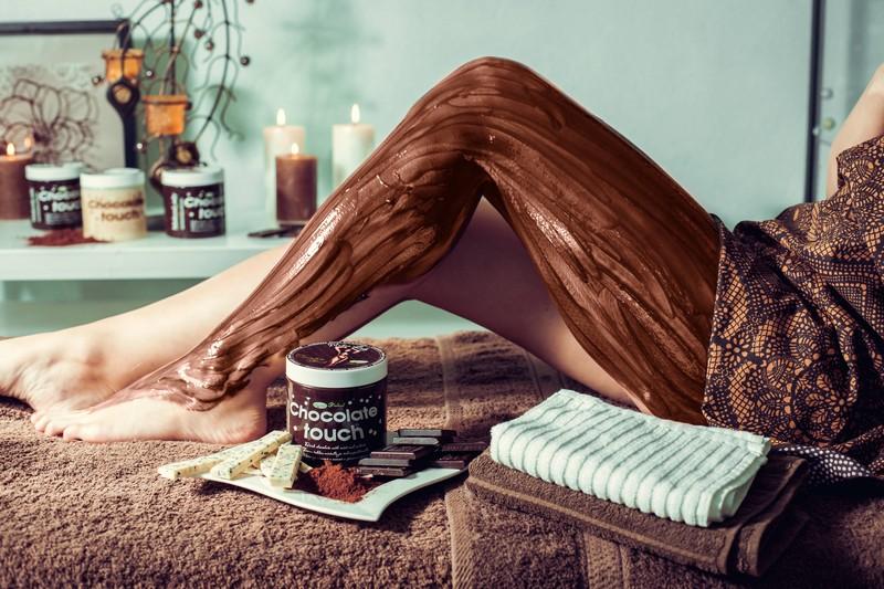 Шоколадні обгортання з користю для зрілої шкіри – як робити і чого чекати від них
