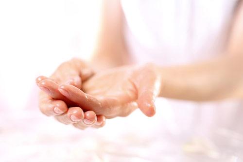 Як уберегти шкіру від побутової хімії і зберегти її здоров'я