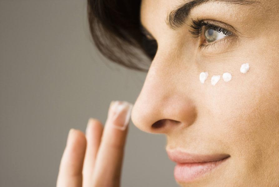 Як вибрати крем для повік